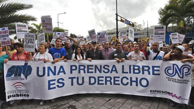 Protesta en favor de la libertad de prensa en Venezuela.