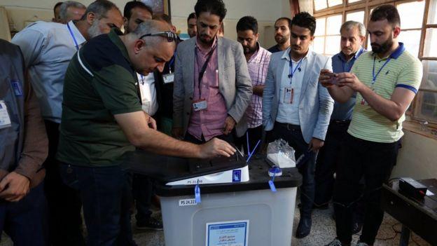 العراق: كيف يمكن إنهاء أزمة الانتخابات البرلمانية؟