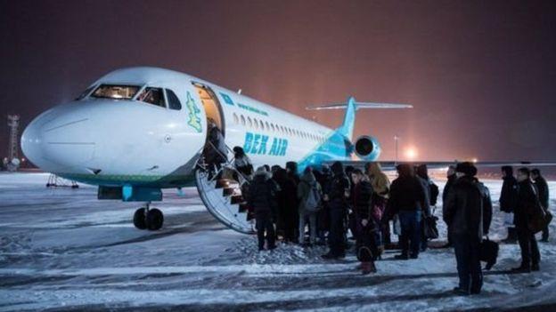 Ndege ya Bek Air ikiondoka katika uwanja wa ndege wa mji mkuu wa Kazakhstan 2018