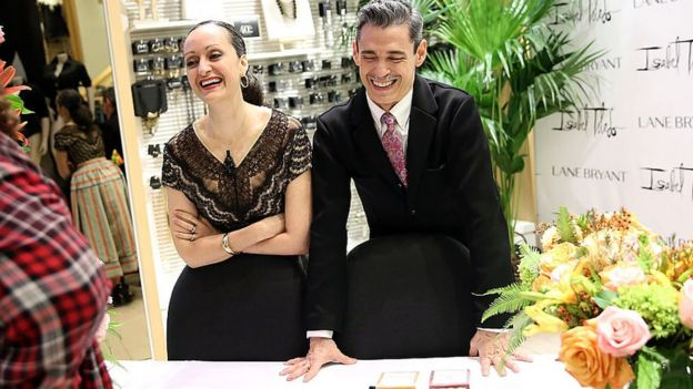 Isabel and Ruben Toledo laughing at an event in 2015