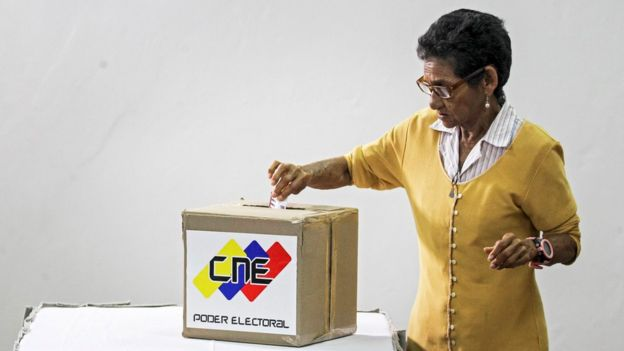 Una votante en Venezuela
