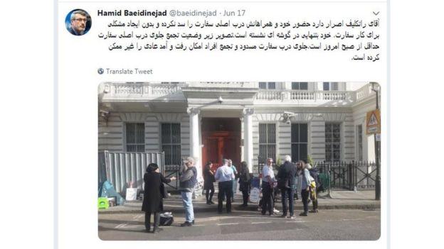 """سفیر جمهوری اسلامی ایران با انتشار این عکس در توییتر خود گفته است که ریچارد امکان رفت و آمد عادی به سفارت """"را غیرممکن"""" کرده است"""