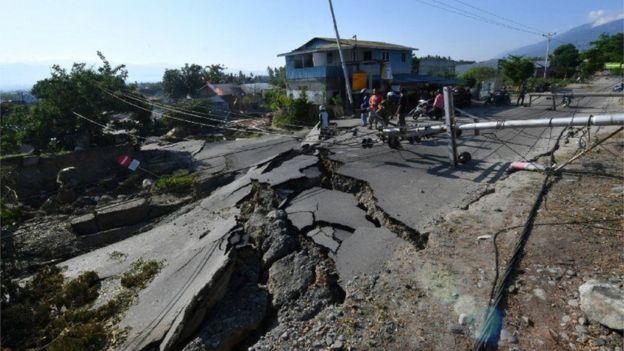 Carreteras dañadas en Indonesia