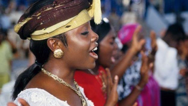 Il est difficile, au Ghana, de dire quand le service religieux va prendre fin.