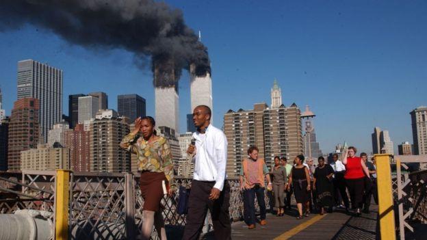 Los que lo vivieron probablemente recuerdan qué estaban haciendo cuando las televisoras de todos lados comenzaron a mostrar las Torres Gemelas de Nueva York deshacerse en escombros y polvo con miles de vidas en sus entrañas.