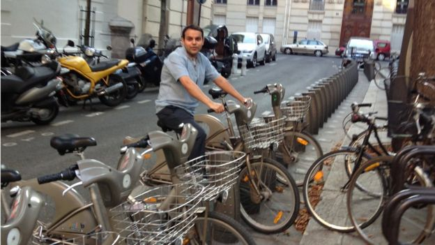 Karan Girotra, en una bicicleta en Cornell