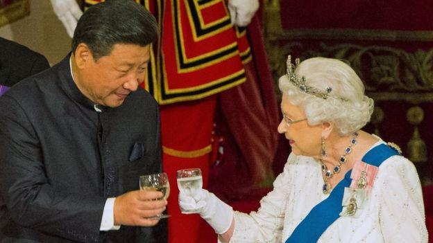 习近平与伊丽莎白女王