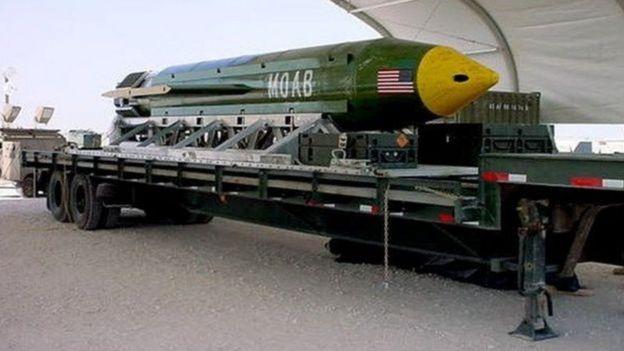 Moab em cima de caminhão antes de ser transportada