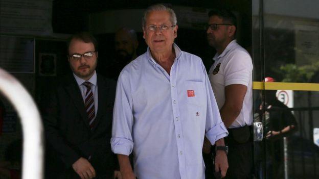 José Dirceu deixa o Fórum do Tribunal de Justiça do DF no último dia 27 de junho