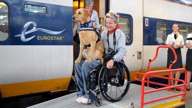 Marieke Vervoort desciende del tren Eurostar