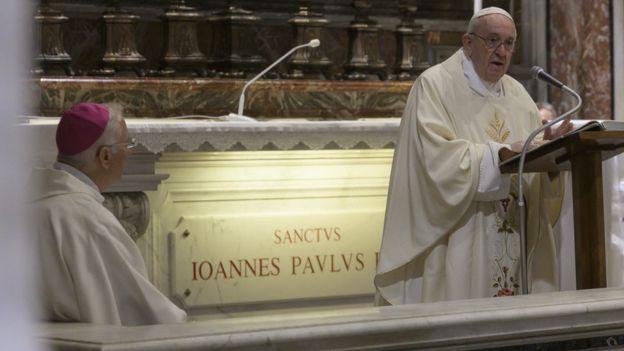 البابا فرنسيس يقيم قداسا خاصا