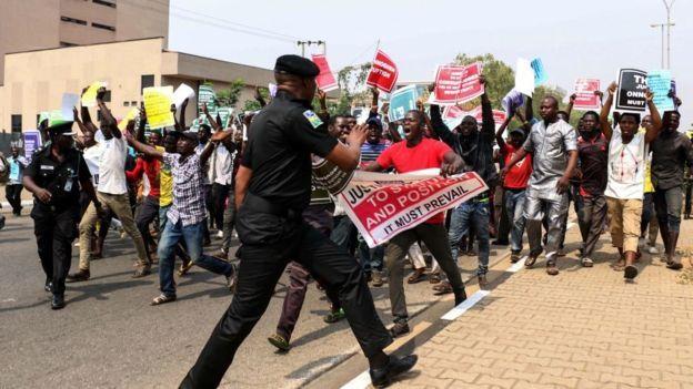 Protestations après la suspension du président de la Cour suprême du Nigeria, Walter Onnoghen, qui a ébranlé la campagne.