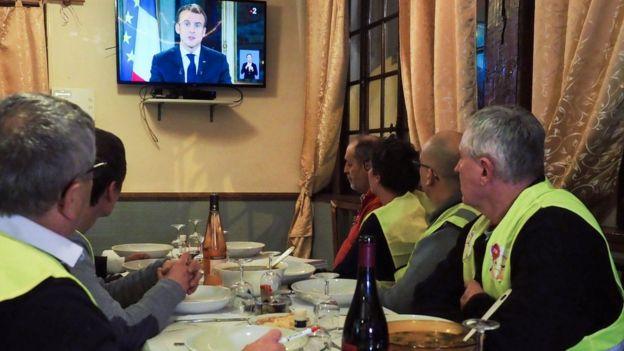 Sarı Yelekliler Macron'u dinliyor