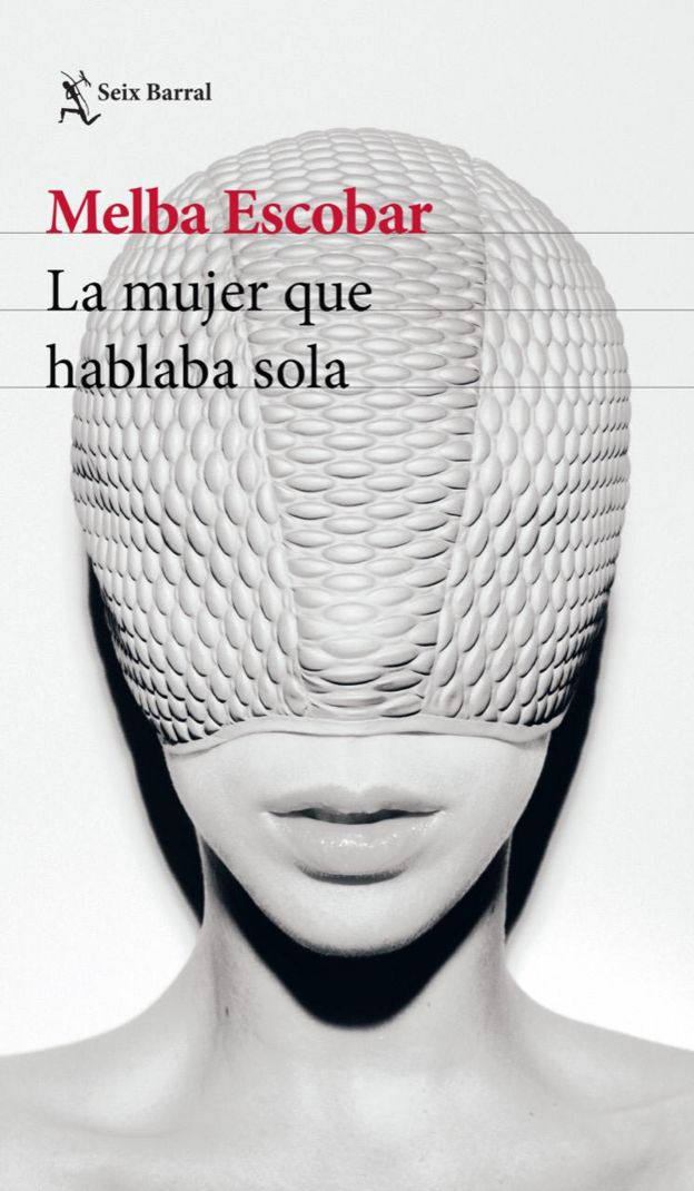 """Portada de la """"La mujer que hablaba sola""""."""