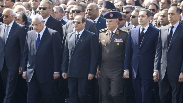 President Abdul Fattah al-Sisi (C) stands near Hosni Mubarak's sons Alaa (2nd R) and Gamal (R), at a funeral in Cairo (26 February 2020)