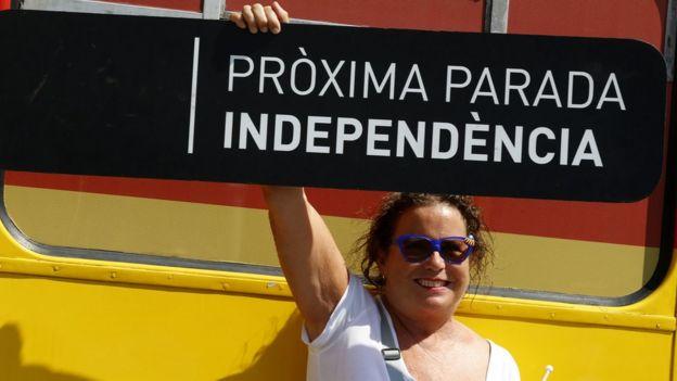 Simpatizande de la causa catalana con un cartel