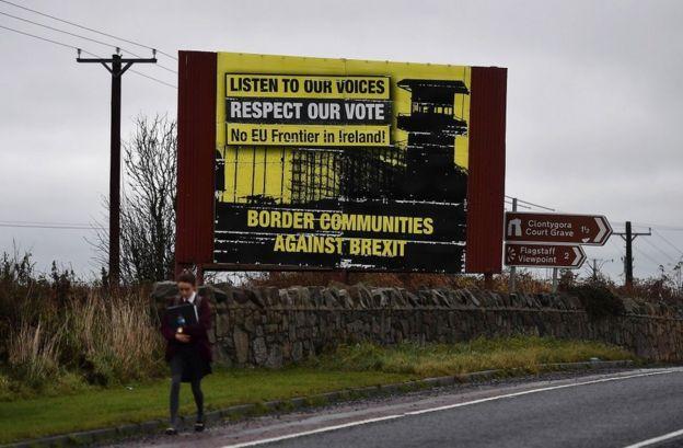 """Kuzey İrlanda ile İrlanda Cumhuriyeti arasındaki """"fiziki bir sınır"""" fikri adanın iki tarafında da istenmiyor"""