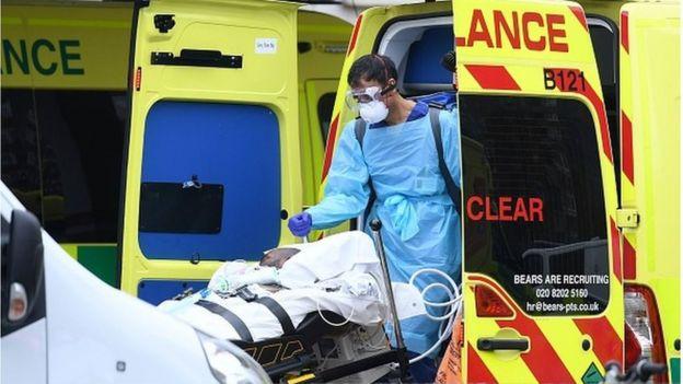 Работники скорой помощи работают по 12 часов подряд