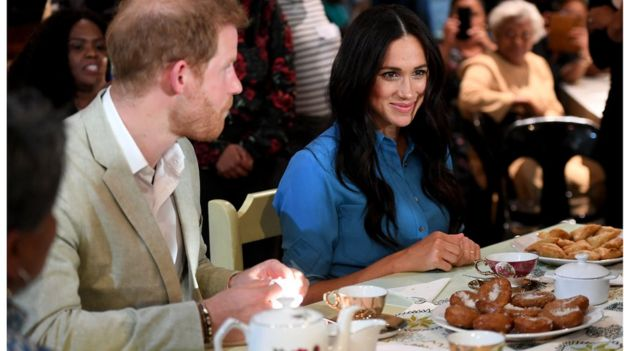 Prince Harry and Meghan are given tea and snacks at the museum