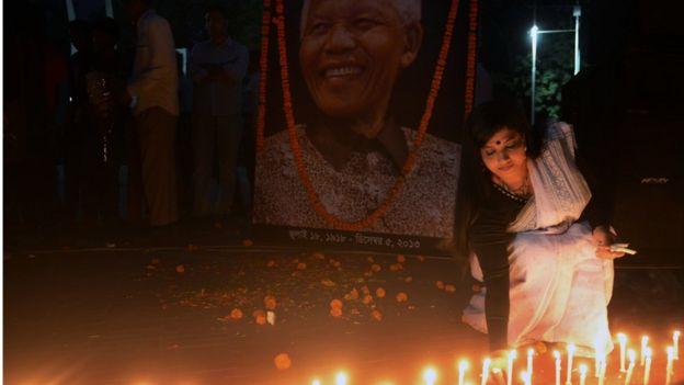 নেলসন ম্যান্ডেলার মৃত্যুর পর বাংলাদেশে তিনদিনের রাষ্ট্রীয় শোকপালন করা হয়