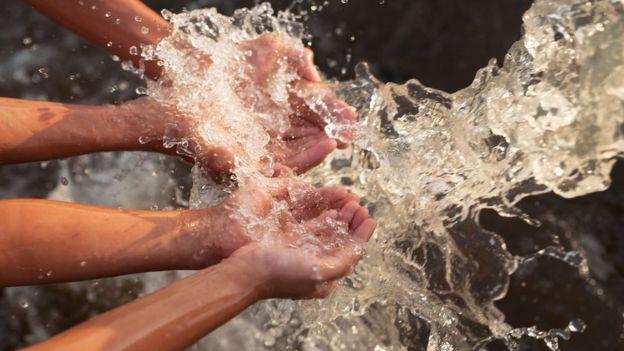 Air di tangan
