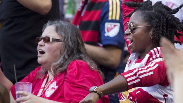 New York Red Bulls taraftarı kadınlar