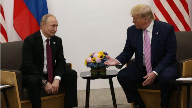 صورة تجمع الرئيس الروسي فلاديمير بوتين ونظيره الأمريكي دونالد ترامب، 28 يونيو/حزيران 2019