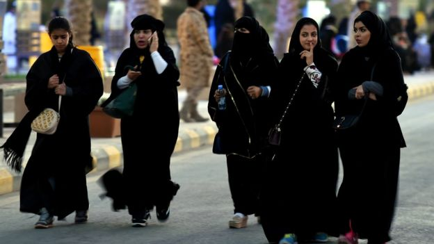 Women with burka and cell phones in Saudi Arabia