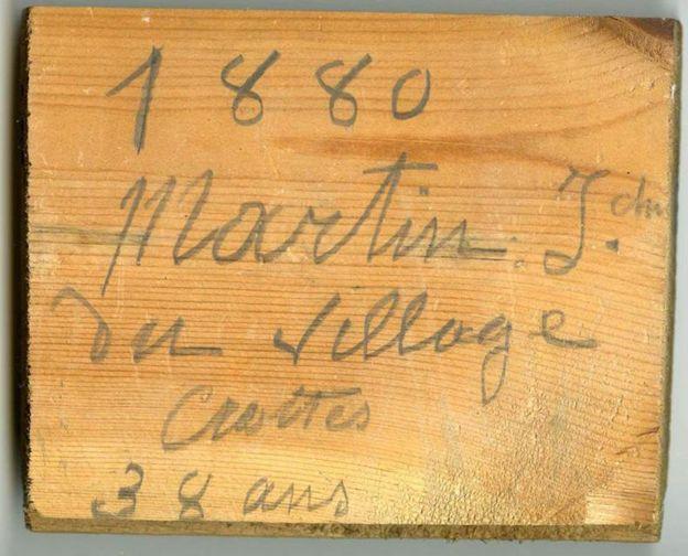Inscripción en la madera
