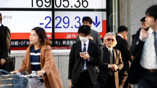 Dejar un trabajo es difícil y algo estigmatizado en Japón, lo que ha llevado a un aumento en los servicios que ayudan a los clientes a renunciar.