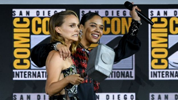 Natalie Portman y Tessa Thompson