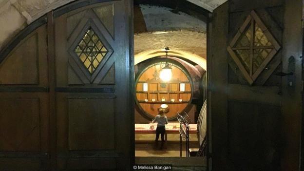 Hầm Rượu Nhà Tế Bần Của Strasbourg đã sản xuất và lưu trữ các loại rượu vang được sử dụng để điều trị bệnh trong Bệnh Viện Dân Sự.