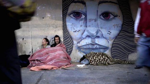 Eliana Toscano e seu companheiro na avenida do Estado