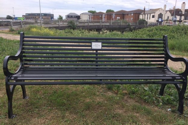 Tremendous Eazy E Seaside Memorial Bench In Newhaven Unveiled Bbc News Andrewgaddart Wooden Chair Designs For Living Room Andrewgaddartcom