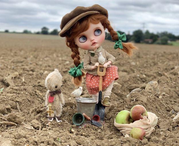 La muñeca en una granja
