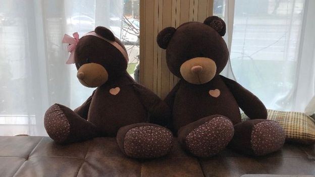 Toy bears in cafe