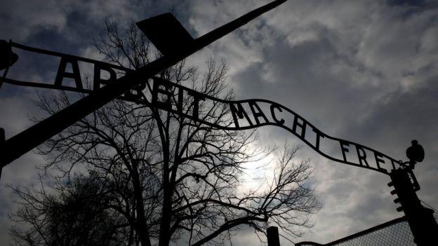 """El lema """"el trabajo les hará libres"""" fue forjado por los nazis en la entrada del campo de concentración de Auschwitz."""