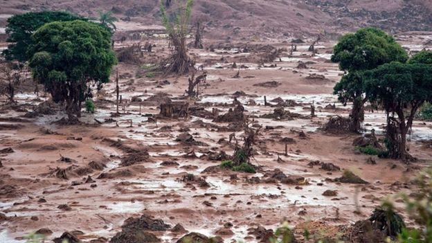 Vista aérea de la localidad brasileña de Mariana, en el estado de Minas Gerais, destruida tras la ruptura de un dique minero en 2015.