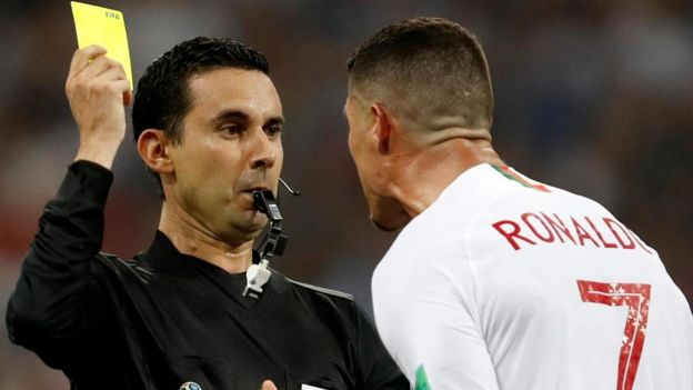 Le sacan tarjeta amarilla a Cristiano Ronaldo.