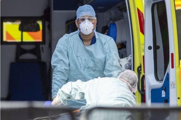 Londra'da bir NHS çalışanı