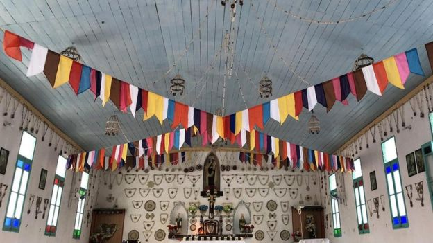 Interior de la iglesia en Tepoto.