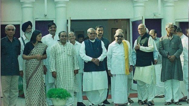 தேசிய ஜனநாயகக் கூட்டணித் தலைவர்களுடன் கருணாநிதி