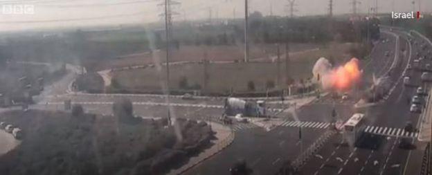 Konflik terjadi antara Israel dan milisi di Gaza.