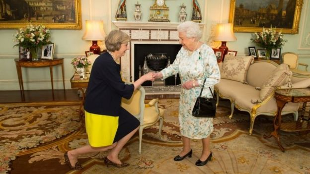 Regal rules the dos and donts for meeting the queen bbc news queen elizabeth ii welcoming theresa may seen bowing performing curtsy a formal greeting m4hsunfo
