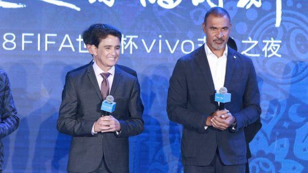 2018年5月,前巴西國家隊球員貝貝托(Bebeto,左)與前德國國家隊球員路德·古利特(Ruud Gullit,右)出席Vivo的世界盃主題活動。