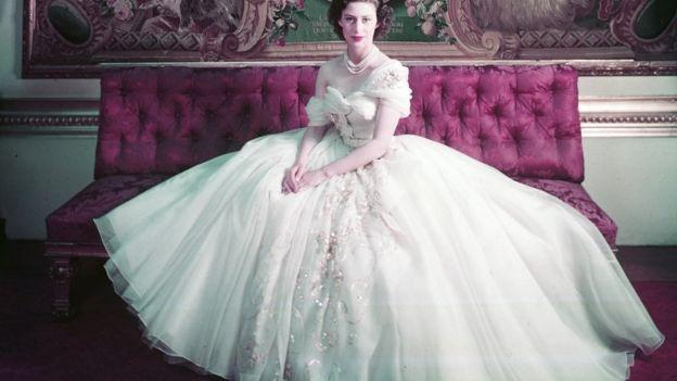 Принцеса Маргарет у сукні від Діора на своєму офіційному фото