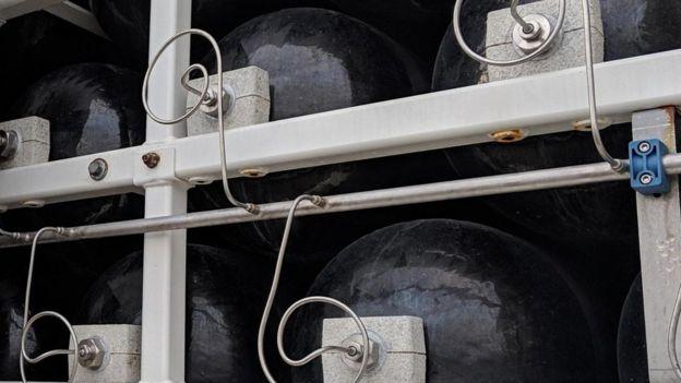 Cilindros com hidrogênio sendo transportados