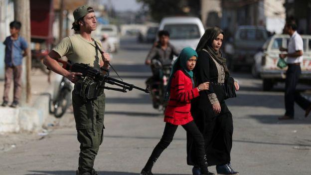 شورشیان سوری مورد حمایت ترکیه با عقب راندن کردها از شهرهای راس العین و تلابیض کنترل این مناطق را دست گرفتهاند