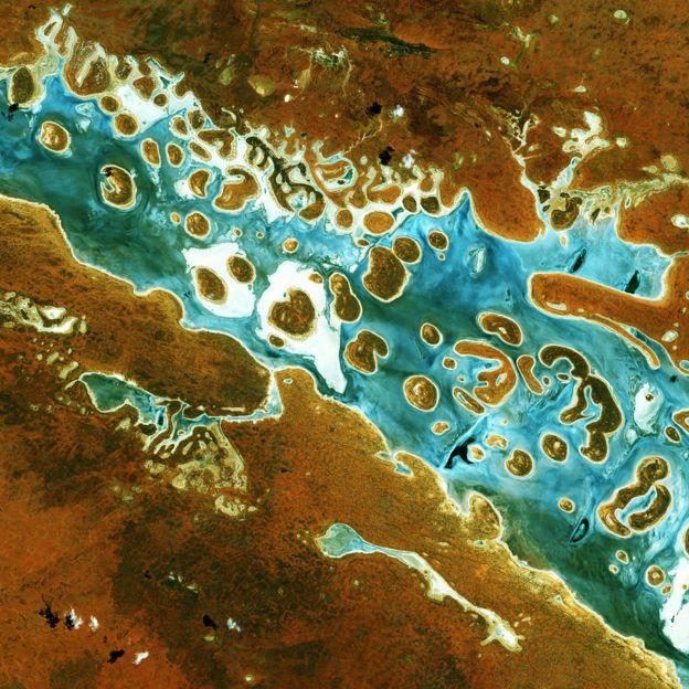 Lake Amadeus in Australia's Northern Territory