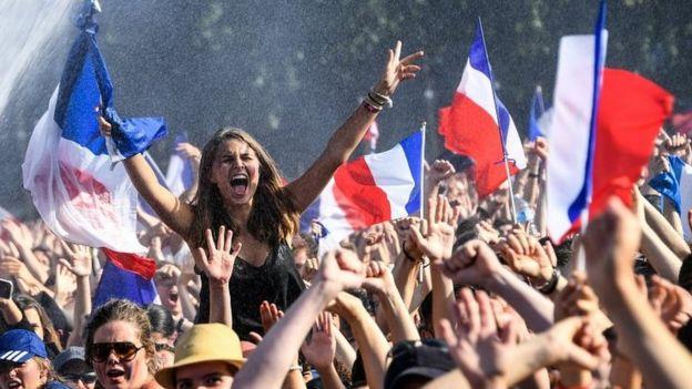 Franceses celebrando en Rennes.